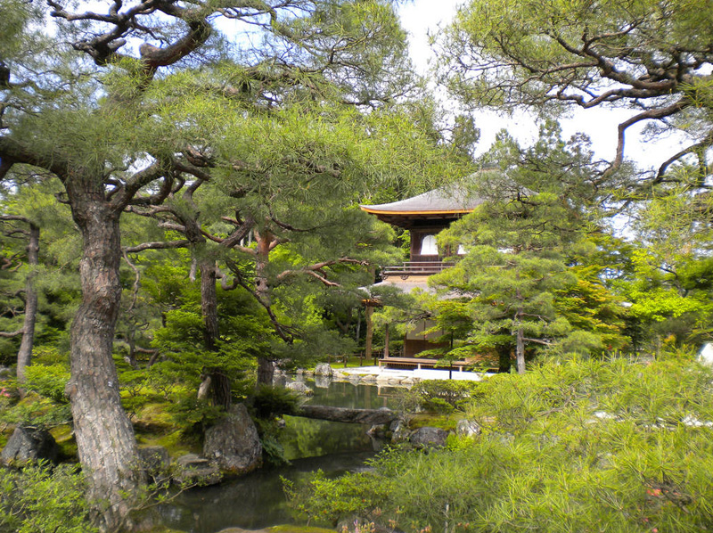 Сад храма Гинкакудзи (Серебряный павильон) в Киото