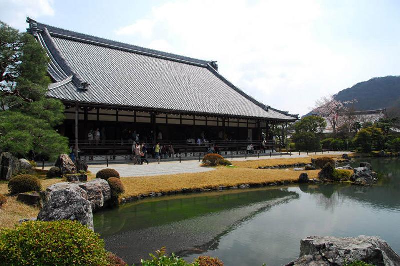 Японский сад. Сад храма Тэнрюдзи в Киото. Tenryu-ji