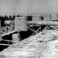 Бухенвальд. Закладка Улицы Наций и её пилоны в стадии строительства. Июль 1955 г. Фото: Ernst Schäfer