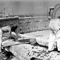 Бухенвальд. Кольцевые гробницы. Строительство кольцевой гробницы № 3. Июль 1955 г. Фото: Ernst Schäfer