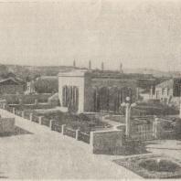 Рис. 18. Сквер перед домом-музеем И. В. Сталина в Гори. Общий вид
