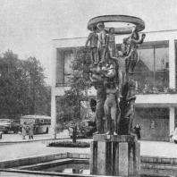 Скульптурный фонтан перед театром. Мальмё. Швеция