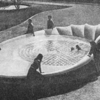 Декоративный бассейн-чаша на детской площадке. Лозанна. Швейцария