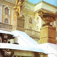 Петергоф. Большой каскад. Западная сторона. Пандора. 1801. Золоченая бронза. Скульптор Ф. Шубин