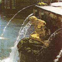 Петергоф. Большой каскад. Ковш, западная сторона. Волхов. 1805. Золоченая бронза. Скульптор И. Прокофьев. Статуя воссоздана И. Крестовским в 1948 году.