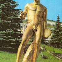 Петергоф. Дискобол. 1800. Золоченая бронза. Копия с античного оригинала (школа Алкамена). Отливал В. Екимов