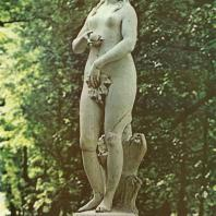 Петергоф. «Ева». Мраморная статуя. 1718. Вольная копия Дж. Бонацца с оригинала А. Рицци