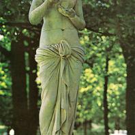 Петергоф. Монплезирская аллея. Статуя «Психея». 1830-е годы. Мрамор. Копия неизвестного скульптора с оригинала А. Кановы