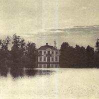 Петергоф. Дворец Марли, или «Малые палаты». Название происходит от одноименной резиденции французского короля Людовика XIV под Парижем. Здание построено в 1721—1723 годах по проекту архитектора И. Браунштейна