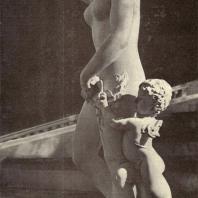 Петергоф. Флора. XVIII век. Мрамор. Статуя работы итальянского мастера Д. Зорзони
