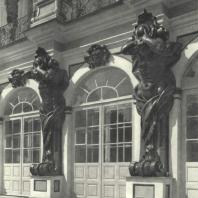 Царское Село. Большой дворец. Атланты на садовом фасаде. Фотограф М.А. Величко