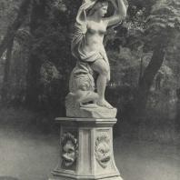 Царское Село. Екатерининский парк. Статуя Галатеи в Старом саду. Фотограф М.А. Величко