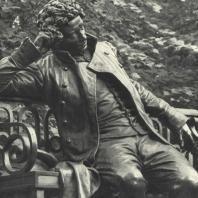 Памятник А.С. Пушкину в Лицейском саду. Фрагмент. Фотограф М.А. Величко