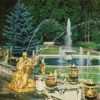 Петергоф. Деталь Большого каскада — фонтан «Тритоны»