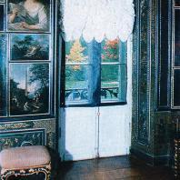 Ломоносов (Ораниенбаум). Вид в парк из картинного зала дворца Петра III