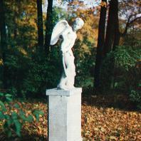 Ломоносов (Ораниенбаум). Скульптура «Амур»