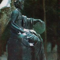 Павловск. Скульптура Старой Сильвии