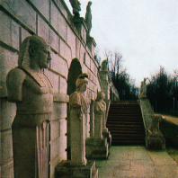 Архангельское. Скульптуры на нижней террасе парка