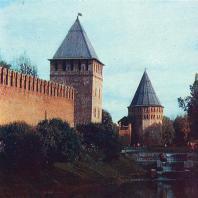 У древних стен Кремля в Новгороде