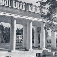 Колоннада усадьбы Валуево