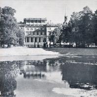 Вид на Инженерный замок из Летнего сада