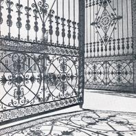 Архангельское. Торжественная арка отмечает начало центральной части главной пространственной оси ансамбля