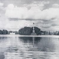 Царское Село. Чесменская колонна. Слева — грот, справа — Адмиралтейство