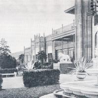Вид террасы у Южного портала (со старинной почтовой открытки)