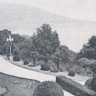 Перед Ливадийским дворцом