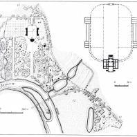 Генеральный план усадьбы Знаменское (Раёк) и ее вентральной части (схематический обмер и реконструкция): 1 — главный усадебный комплекс, 2 — церковь, 3 — погреб-ротонда, 4 — трехчастный павильон, 5 — теплый павильон, 6 — храм Цереры, 7 — мост через Логовеж, 8 — мост-грот, 9 — круглая будка, 10 — полукупольное сооружение из валунов, 11 — фруктовый сад, 12 — место старой усадьбы, 13 — подъездная дорога от Московского шоссе, 14 — дорога на Васильеву гору (обмер А. М. Харламовой)