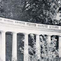 Колоннада в Знаменском Райке