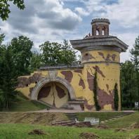 Царское Село. Екатерининский парк. Башня-руина. Фото: travelask.ru