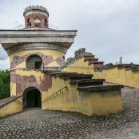 Царское Село. Екатерининский парк. Башня-руина. Фото: cityguidespb.ru